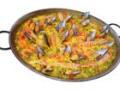 Jaki jest przepis na danie Paella (danie z ryżem i owocami morza)?