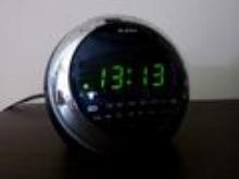 Zegar z godziną 13:13