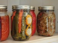 Jak zamknąć smak lata w słoiku – czas na warzywne przetwory!