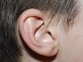 Jak odetkać ucho zatkane woskowiną?