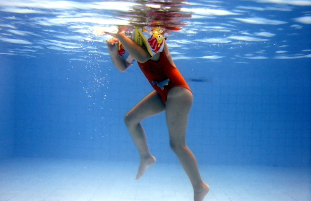 Jak zadbać o bezpieczeństwo dzieci w wodzie
