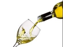 Wino - nalewanie do kieliszka