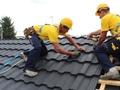 Dach na pokolenia: Montujemy blachodachówkę modułową na dachu skośnym