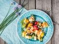 Alternatywa dla wegetarian –  pomysł na warzywne szaszłyki z serem żółtym