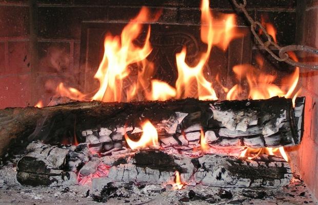 CZTERY wskazówki jak palić drewnem w kominku