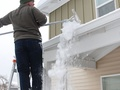 Odśnieżaj dach – zachowasz bezpieczeństwo i nie zapłacisz kary!