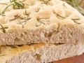 Przepis na bezglutenowe Focaccia z ziołami – aromatyczne pieczywo rodem z Włoch w wersji bezglutenowej