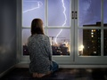 Nadchodzą burze. Jak zabezpieczyć dom przed nawałnicami?
