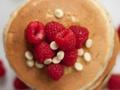 Pachnące placuszki z kaszy jaglanej z miodem i cynamonem – pyszny pomysł na zdrowy obiad, podwieczorek lub deser dla dorosłych i dzieci (nawet od 12 miesiąca życia!)