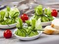 Zdrowy smak natury:  Przepis na zielone kieszonki z wędzonym twarogiem i pastą z pestkami słonecznika, ogórkiem i koperkiem
