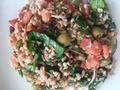 Sałatka z kaszą gryczaną, tuńczykiem i świeżym szpinakiem