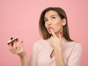 Zapytaj stomatologa - Jakie produkty barwią zęby? Czego należy się wystrzegać, aby mieć piękny i biały uśmiech bez przebarwień.