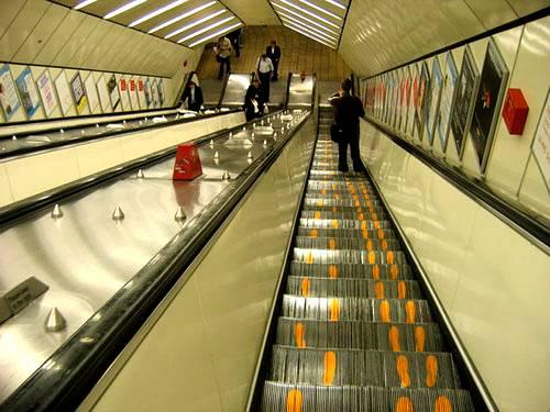 Jak używać ruchomych schodów