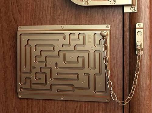 Alkomat w drzwiach